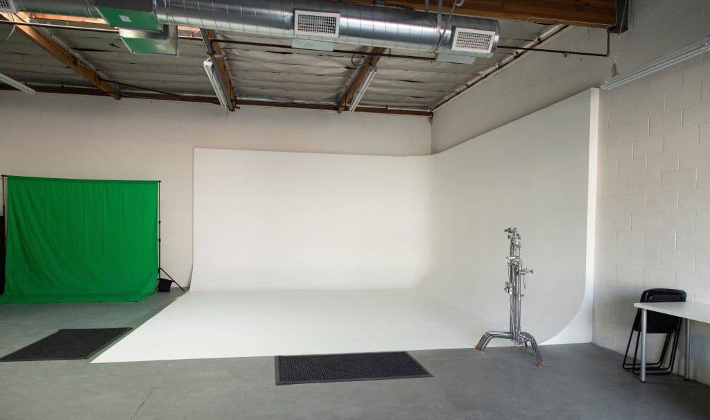 Amazing Fully Lit White Cyclorama 3 Wall Film Video Photo Studio Lights Included In Glendale Photo Studio Lighting Wall Film Home Studio Photography