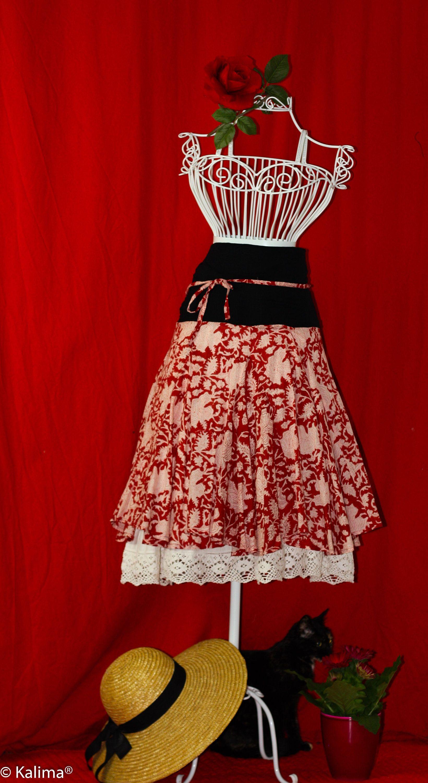 weiter Midi Rock der Handdruckerei Kalima, in rot weißen ...