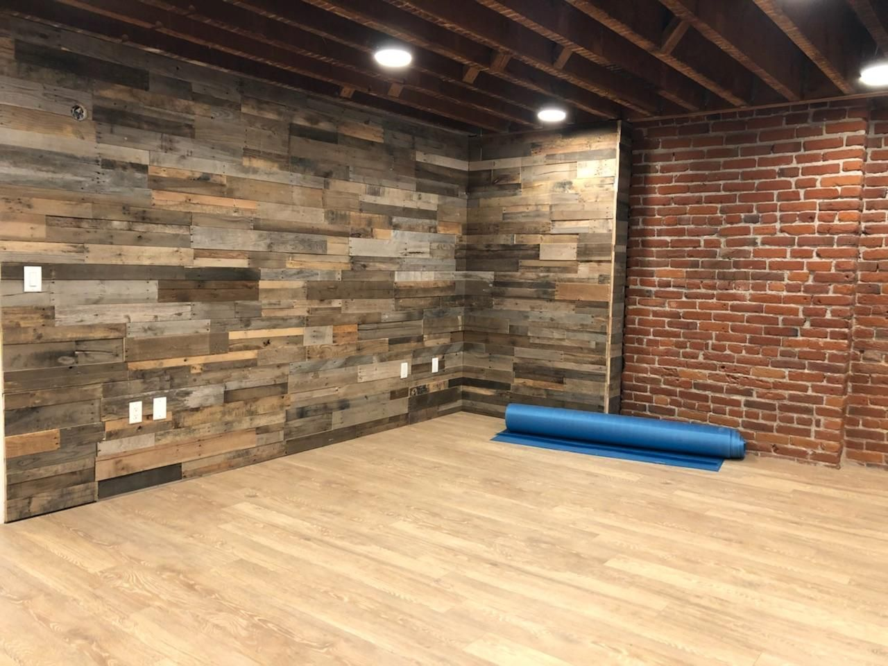 What do you think of this Pallet Wall at Bend & Sway in ...