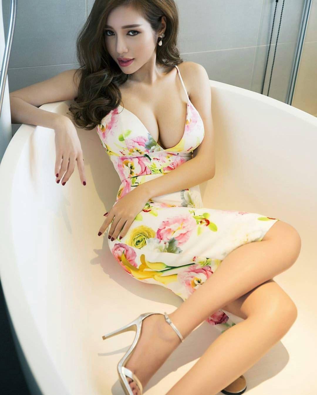Elly Tran Nude Photos 12