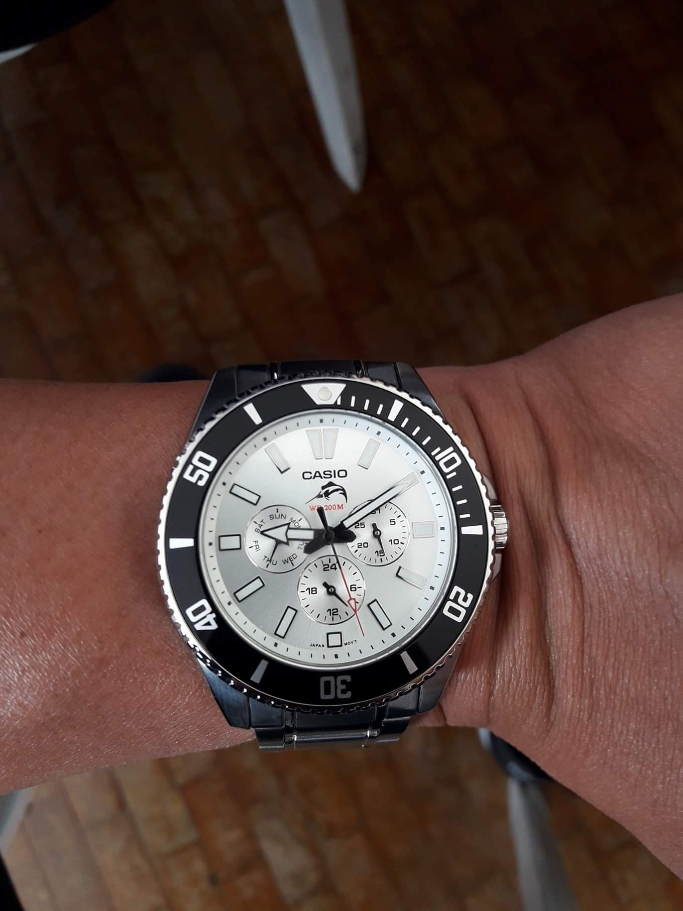 a70a22f0b847 Casio Duro 200 MDV-303 Sunburst White dial
