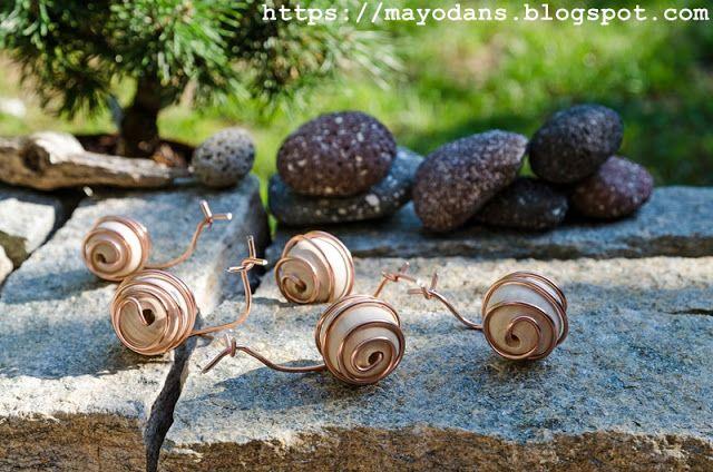 DIY Gartendekoration Schnecken aus Holzkugeln und Draht DIY - gartendekoration aus altem holz