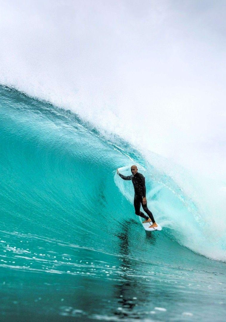 Kelly Slater... Ph Corey Wilson... Surfing waves