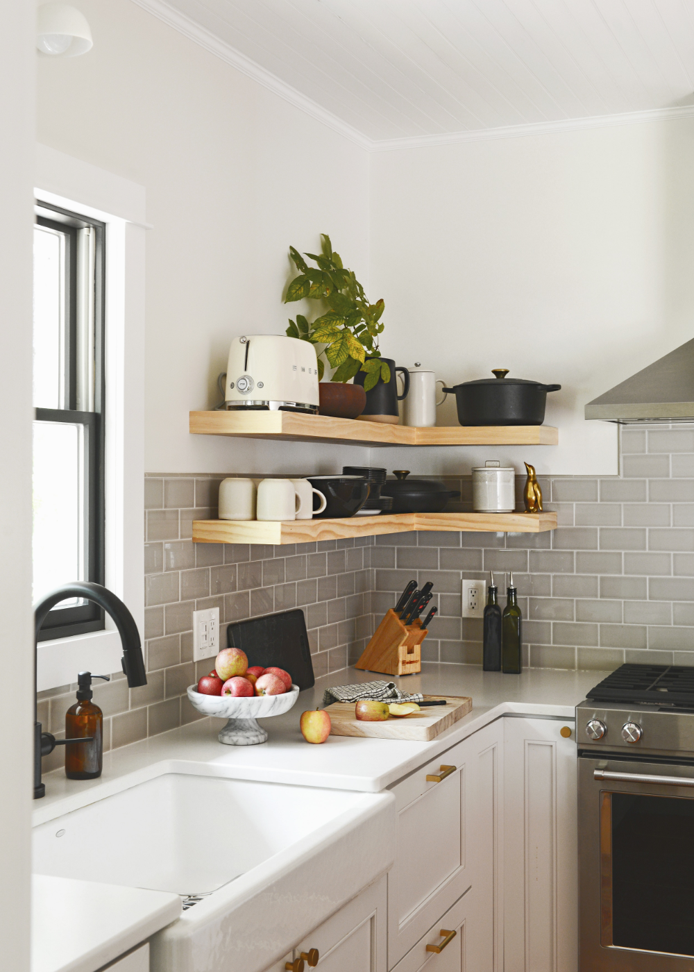 a case for open shelves in the kitchen open kitchen shelves on kitchen decor open shelves id=29701