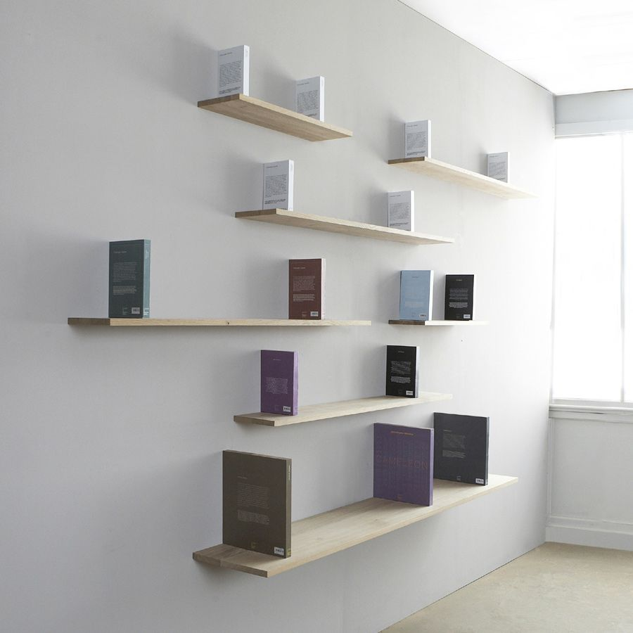 Tablette Murale A Fixation Invisible sur cette bibliothèque, ce sont les livres qui portent l