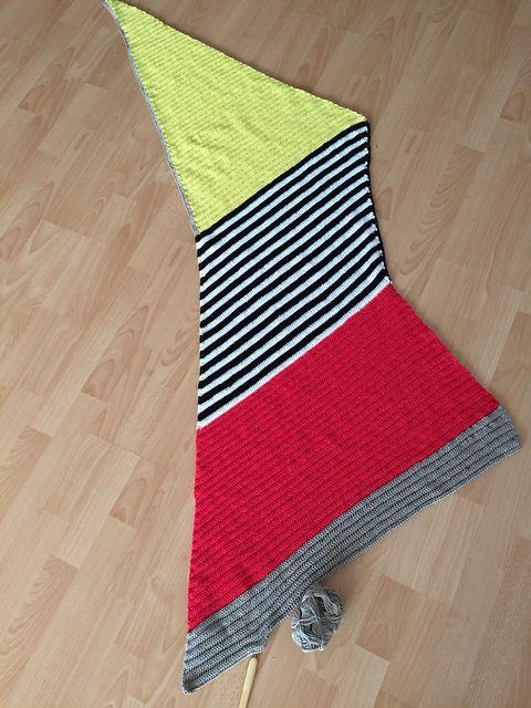 Ravelry: Project Gallery for Vinkel Sjal pattern by Jeanette Bøgelund Bentzen