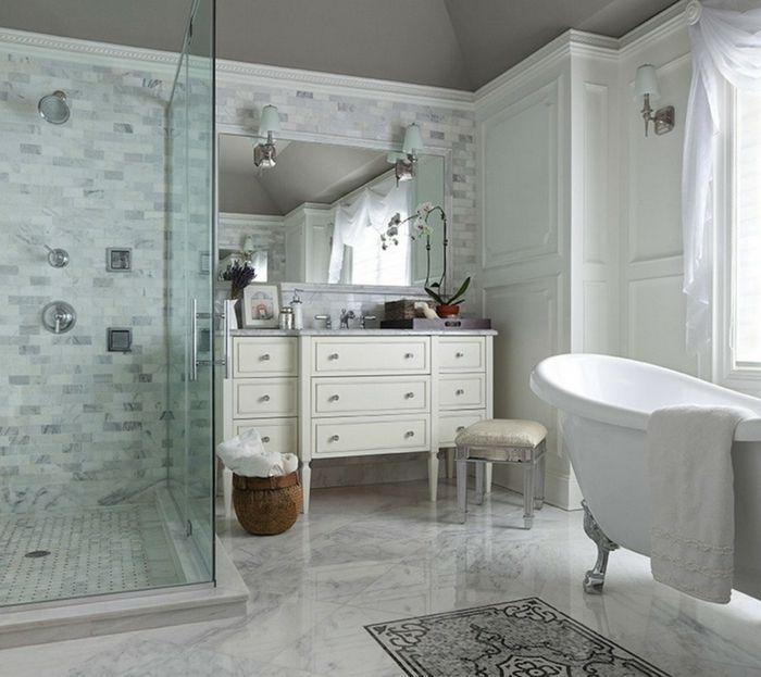 duchas de obra, baño con suelo de mármol, tocador con taburete