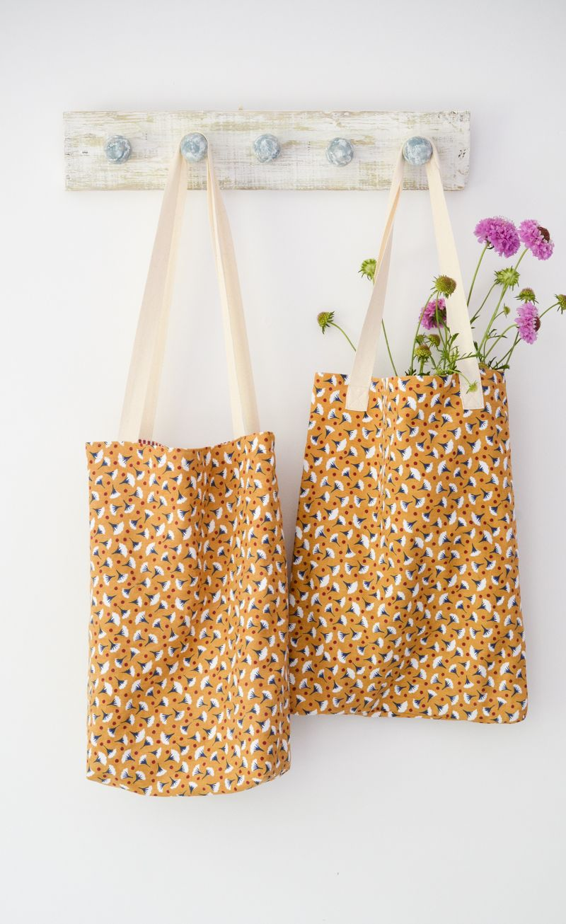 Quick and easy tote bag, transform an old t towel - Diy tote bag, Fabric basket tutorial, Sewing gifts, Sewing tutorials free, Fabric baskets, Diy tote - Quick and easy Tote bags, use T towels to make these stylish bags, they make a perfect gift  DIY Tote Bags, Tutorial for T Towel Tote Bags