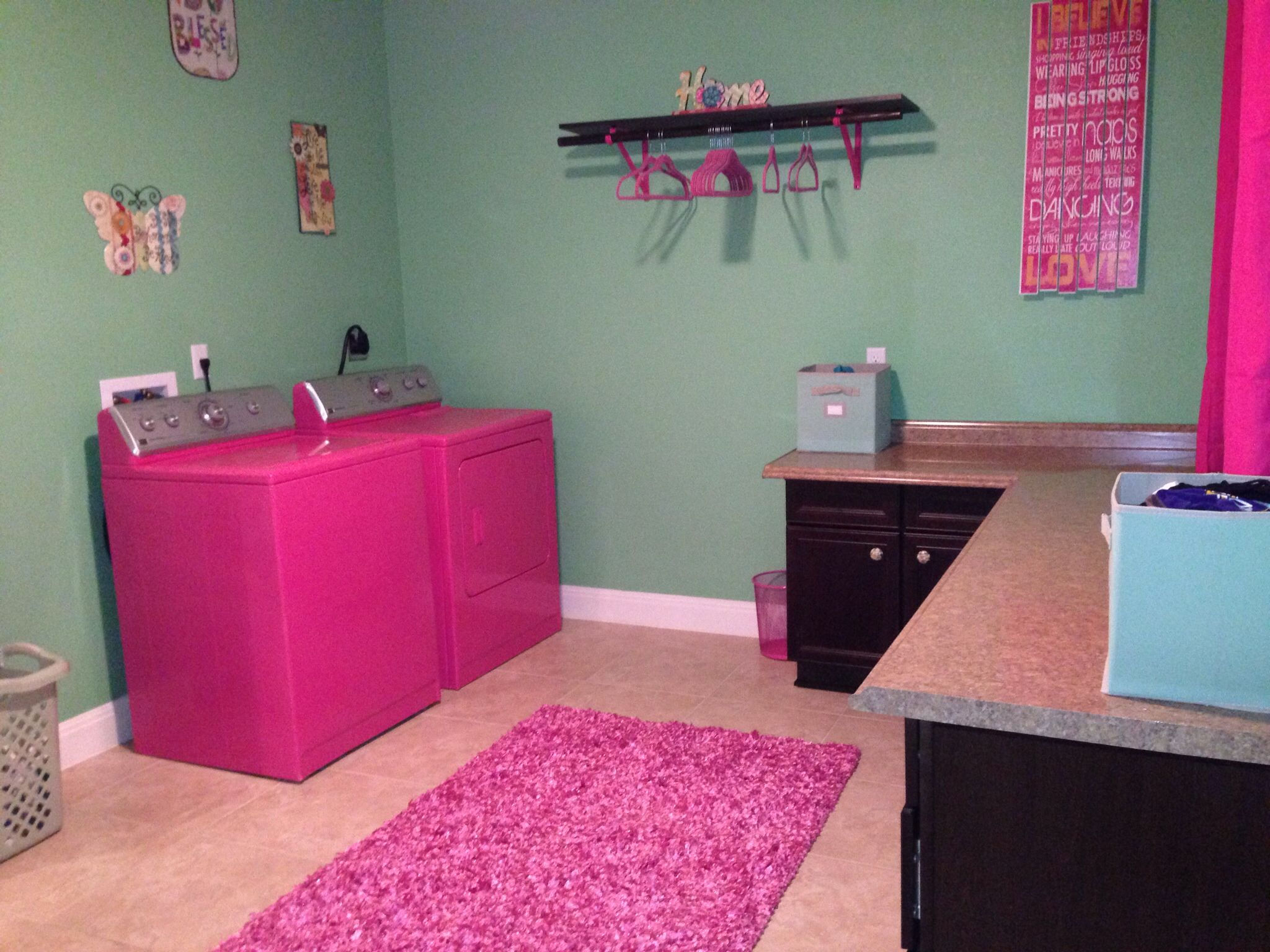 Pink And Green Laundry Room With Hot Pink Washer And Dryer Pink Laundry Rooms Laundry Room Inspiration Laundry Room Decor