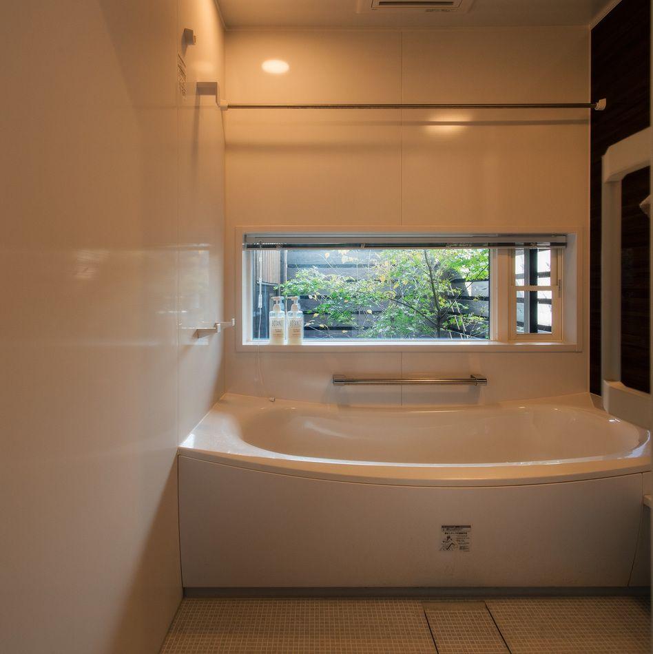 和室からも浴室からも見える 坪庭をつくりました 浴室の窓位置は