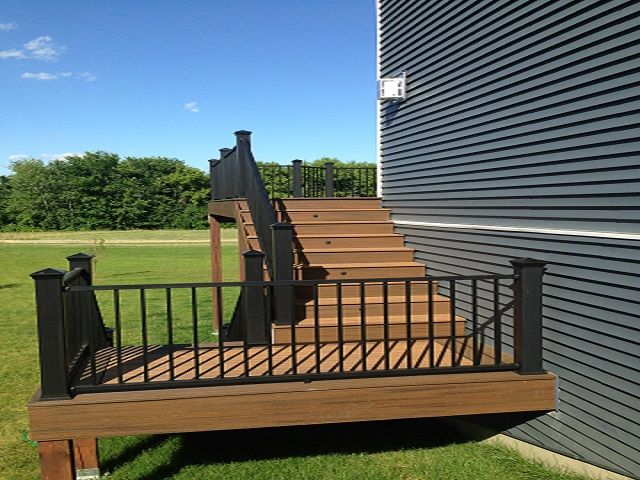 Trex deck stair with lighting