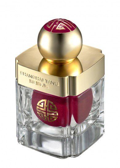 TheSHANGHAI TANG fragrance collection is a sensorial journey that spans from Europe to China, extending 4,000 miles. Handcrafted around exclusive, 100% natural ingredients, the collection stands for unquestionable quality and a genuine respect for the craft of perfumery. Rose Silk Eau de Parfum combines accents of rose petal and narcissus absolute with cassis, cardamom, vetiver, and musk to create an exquisite pink silk accord.£183.33 per 100.00ml