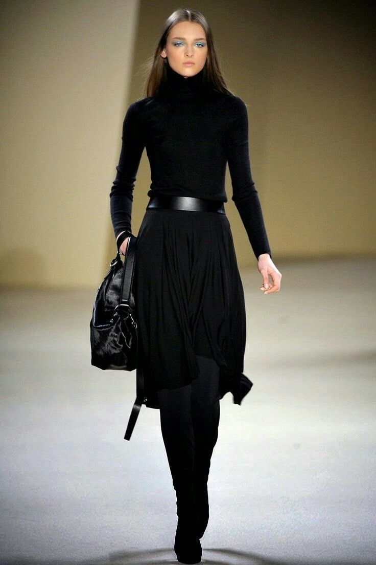 Beautiful look, a curvier woman like me would make for a slimmer diaphragm, no wrinkles over the belt