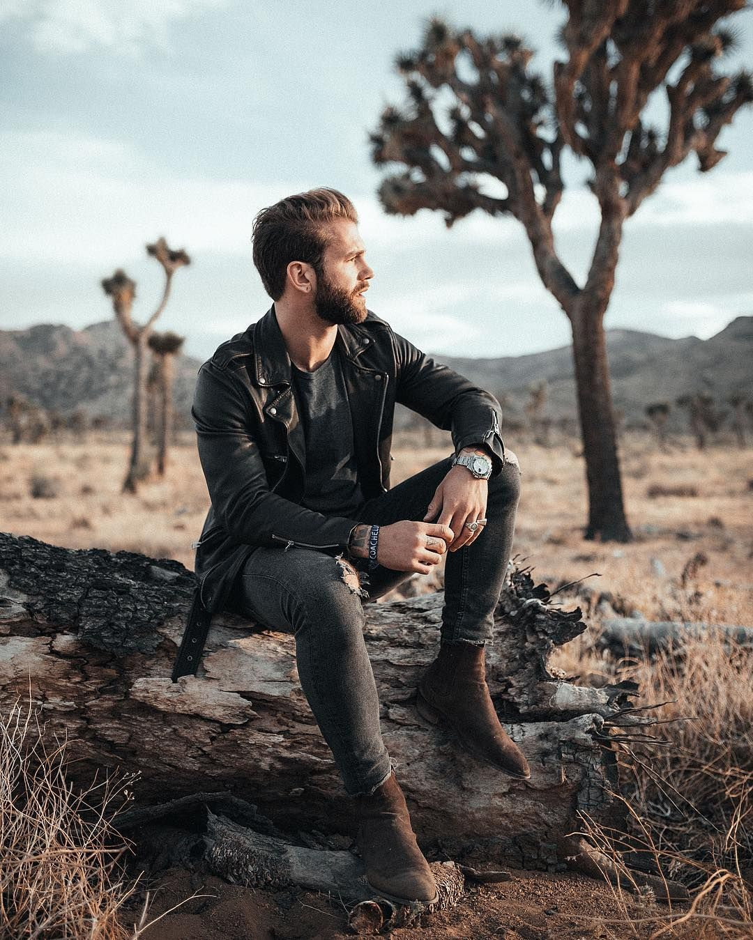 Pin By Vinpuc On Male Photography Poses In 2020 Portrait Photography Men Outdoor Portrait Photography Photography Poses For Men