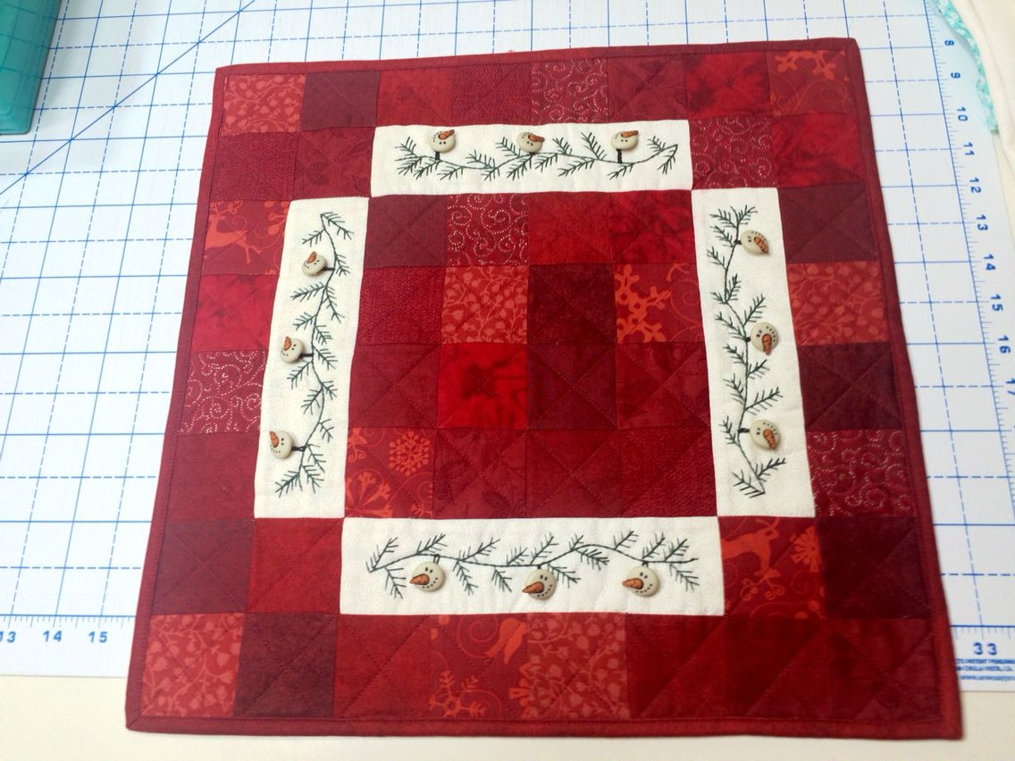 Snowman garland by red button quilt co ..table runner.. 2015 | My ... : red button quilt co - Adamdwight.com