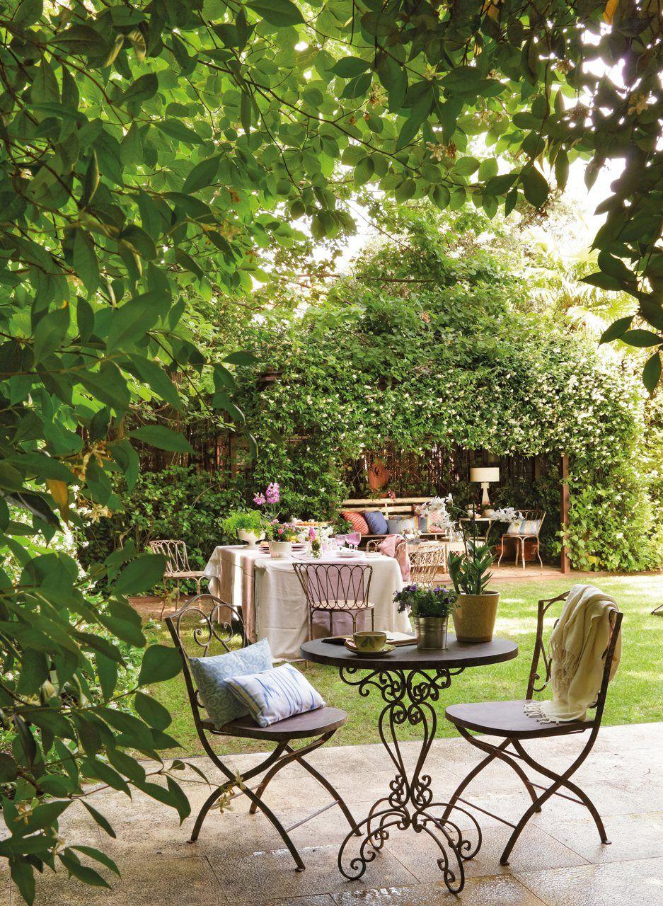 Fronda Muebles De Jardin.Un Jardin De Dia Y De Noche Beautiful Outdoor Areas