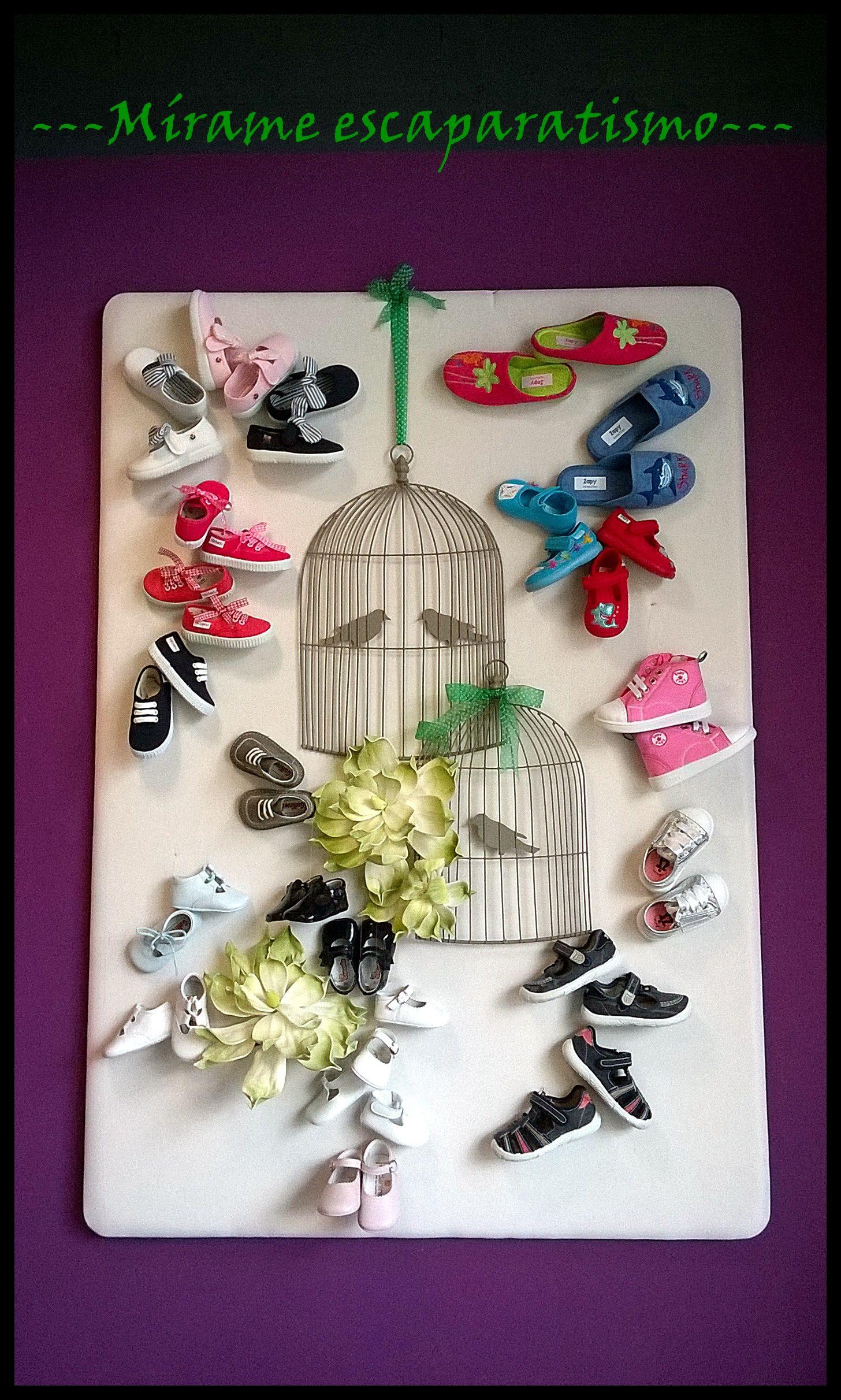 5e7ad6d01 Exposición interior en zapatería infantil. Realizado por Mírame  escaparatismo.