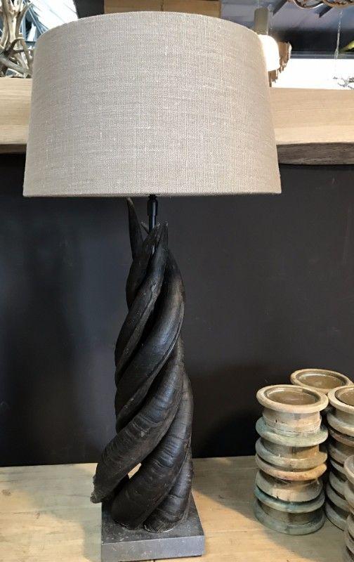 lamp gemaakt van 4 koedoe hoorns geweilamp