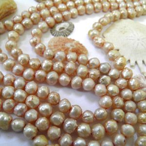 Create beautiful Mother's Day jewellery with these Fresh Water Pearls in Natural Pearl Pink.