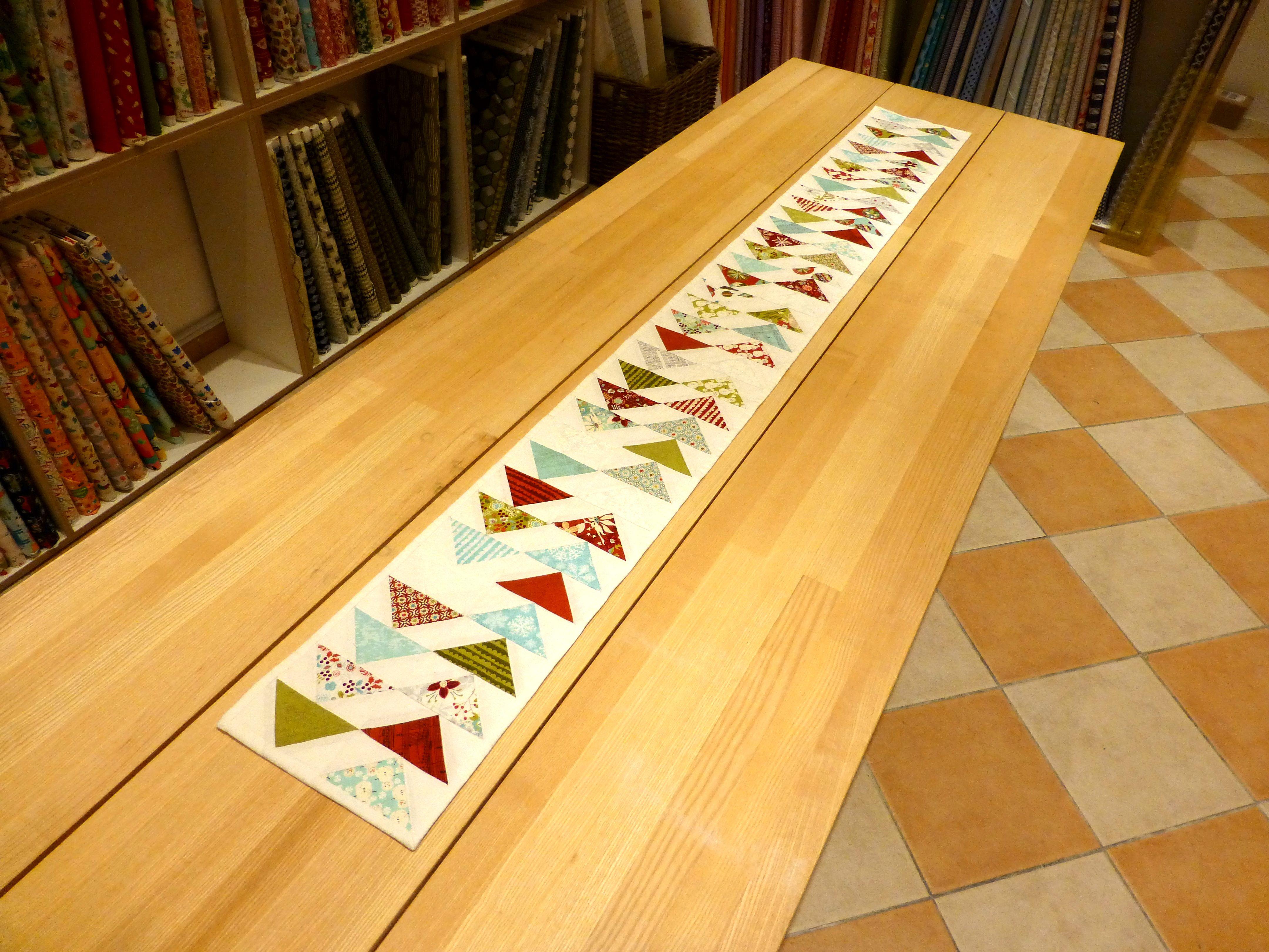 Tischläufer Modern quiltmanufaktur flying geese tischläufer http quiltmanufaktur