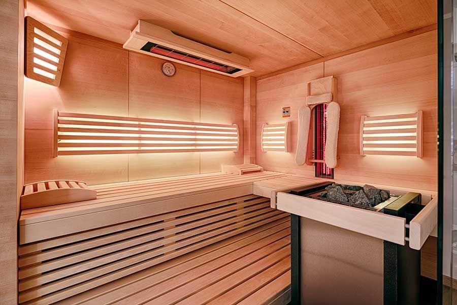 Kleine Niedrige Sauna In Einem Zwischengeschoss Eingebaut Sauna Infrarotstrahler Geschoss
