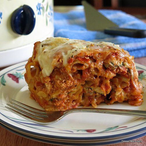 This ooey-gooey baked ziti goodness is made in a crockpot — no baking required! Source: The Dinner-Mom