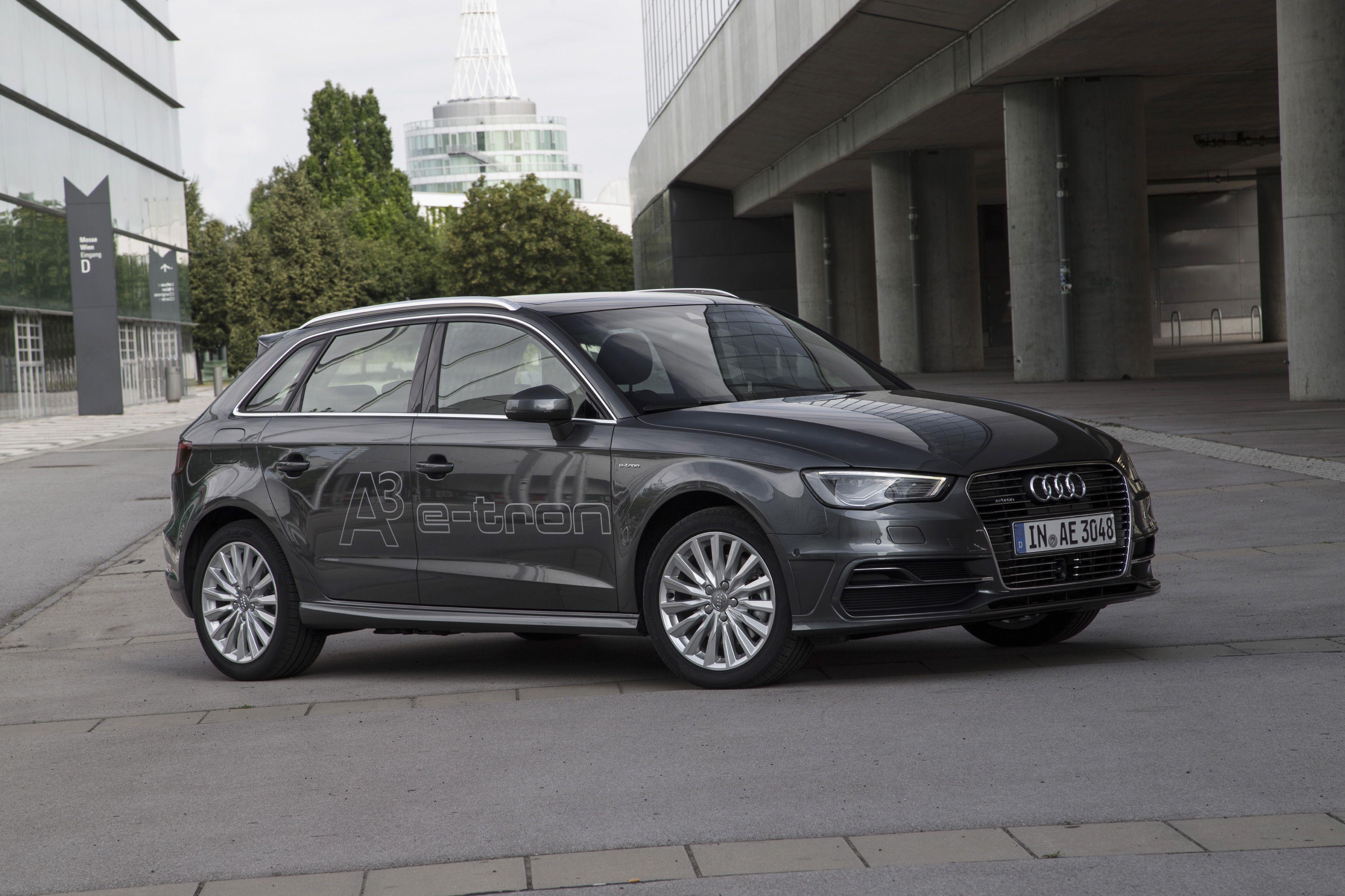 El Audi A3 Sportback etron puede conducirse sólo con el