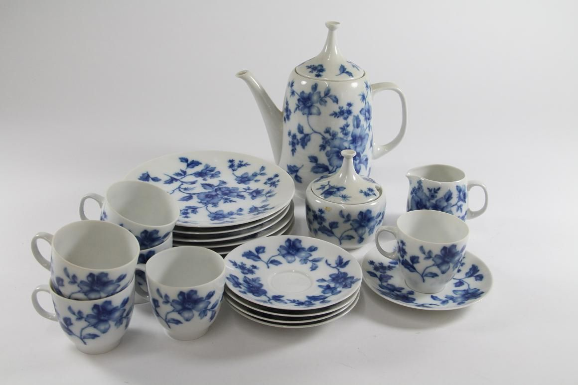porzellan kaffeeservice service mit blauem floraldekor. Black Bedroom Furniture Sets. Home Design Ideas