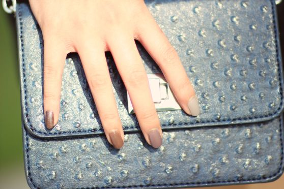 subtly nautical ootd-  banana republic bag with ombre nails