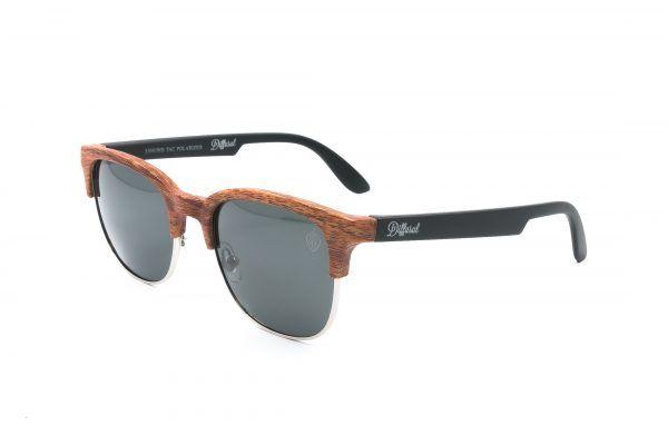 c1a8462f3e5cc Modelo retro que transborda estilo, com um toque de bambu na cor marrom  clara na parte frontal da armação, trans…   Diffusal - óculos de sol  femininos!