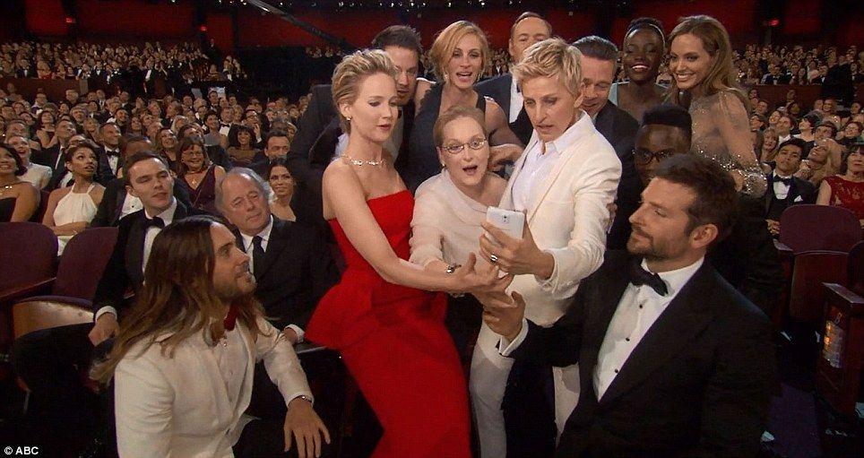 Conseguir juntos, Ellen trabajó para conseguir todos los personajes juntos para el sot y todos estaban ansiosos por participar