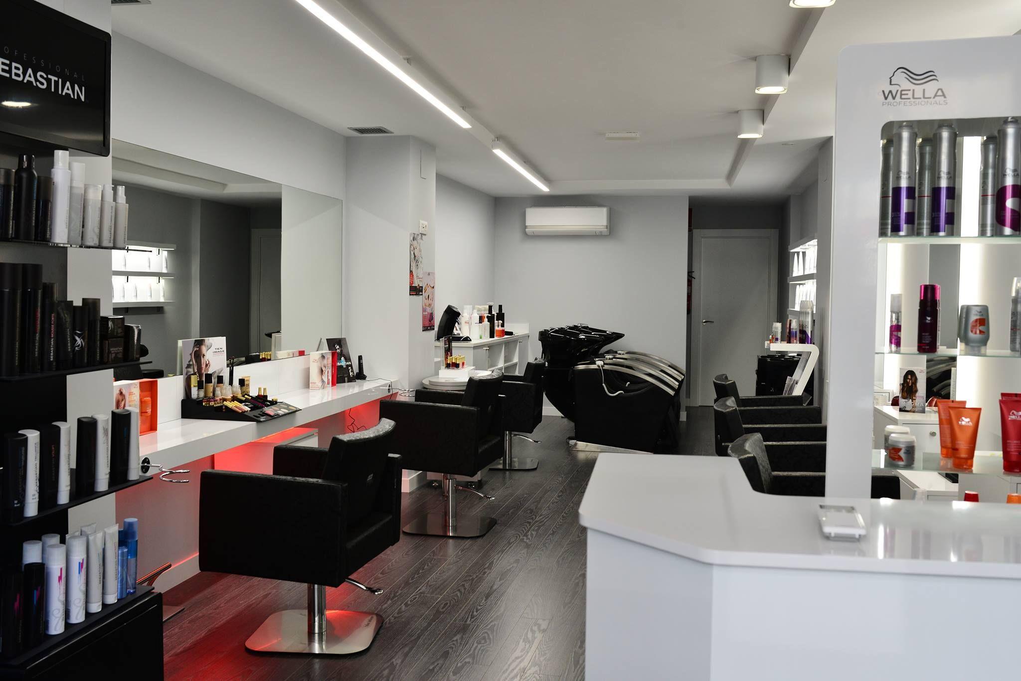 Vista Del Salon Monica Porres Con Los Lavacabezas De Masaje Al  # Muebles Para Estetica Wella