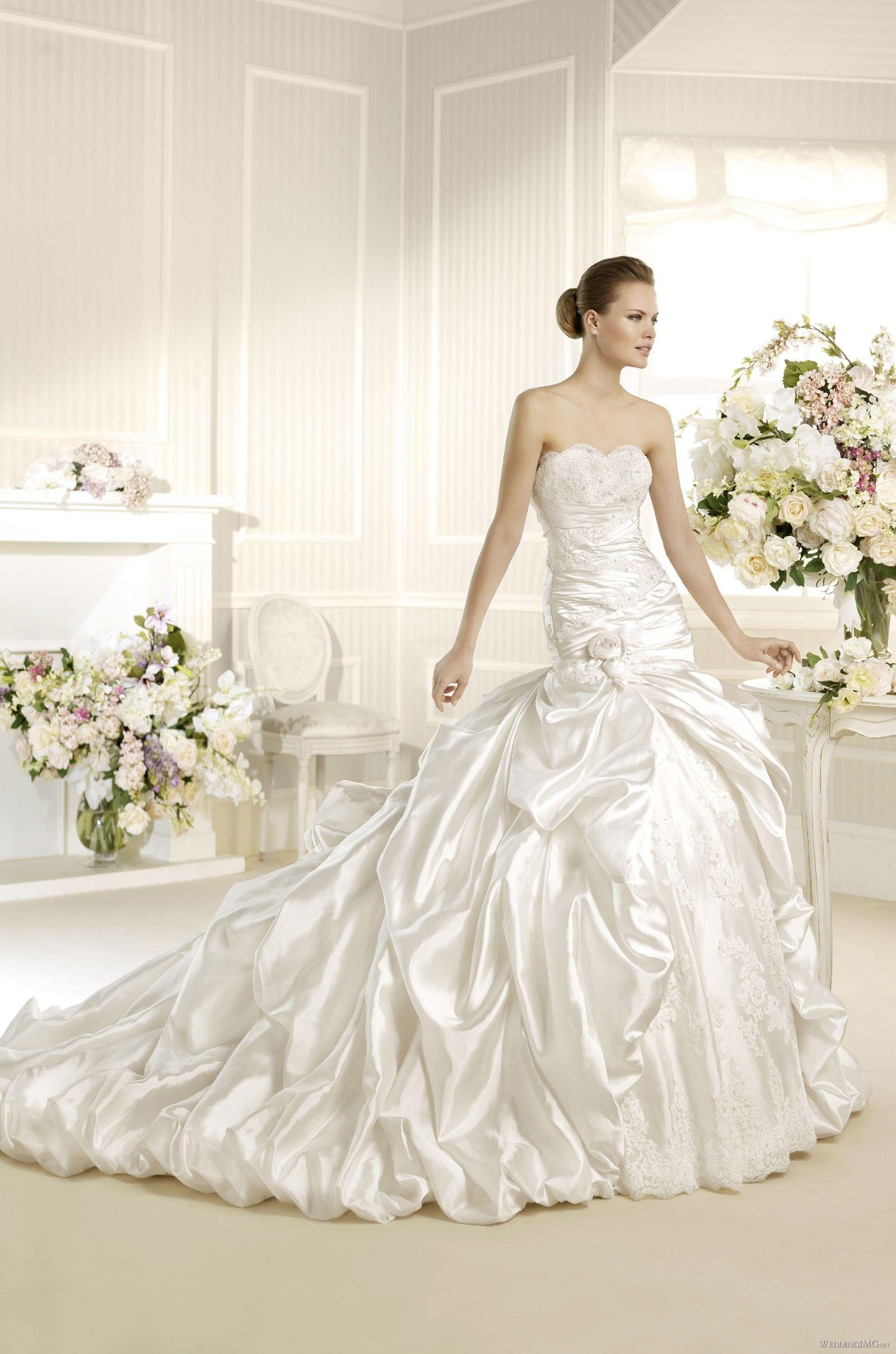 4682364d3500 A-Linie Herzform Kapelle Satin Brautmode mit Handgemachte Blume Rental  Wedding Dresses