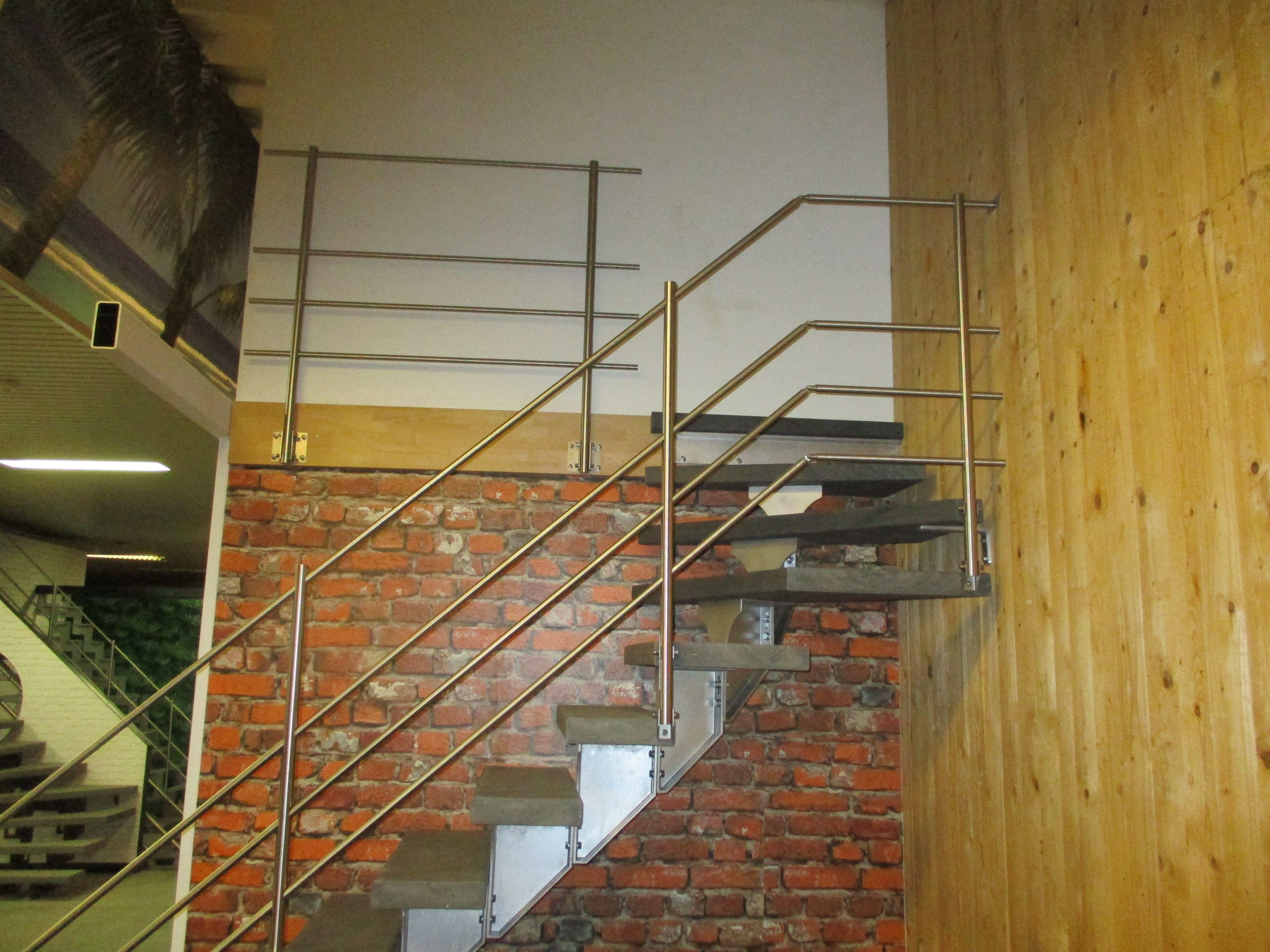 Escalier Modulaire En Aluminium Marches En Matiere Synthetique Rampe Tubulaire A Lisses En Acier Inox Garde Cor Escalier Design Escalier Escalier Modulaire