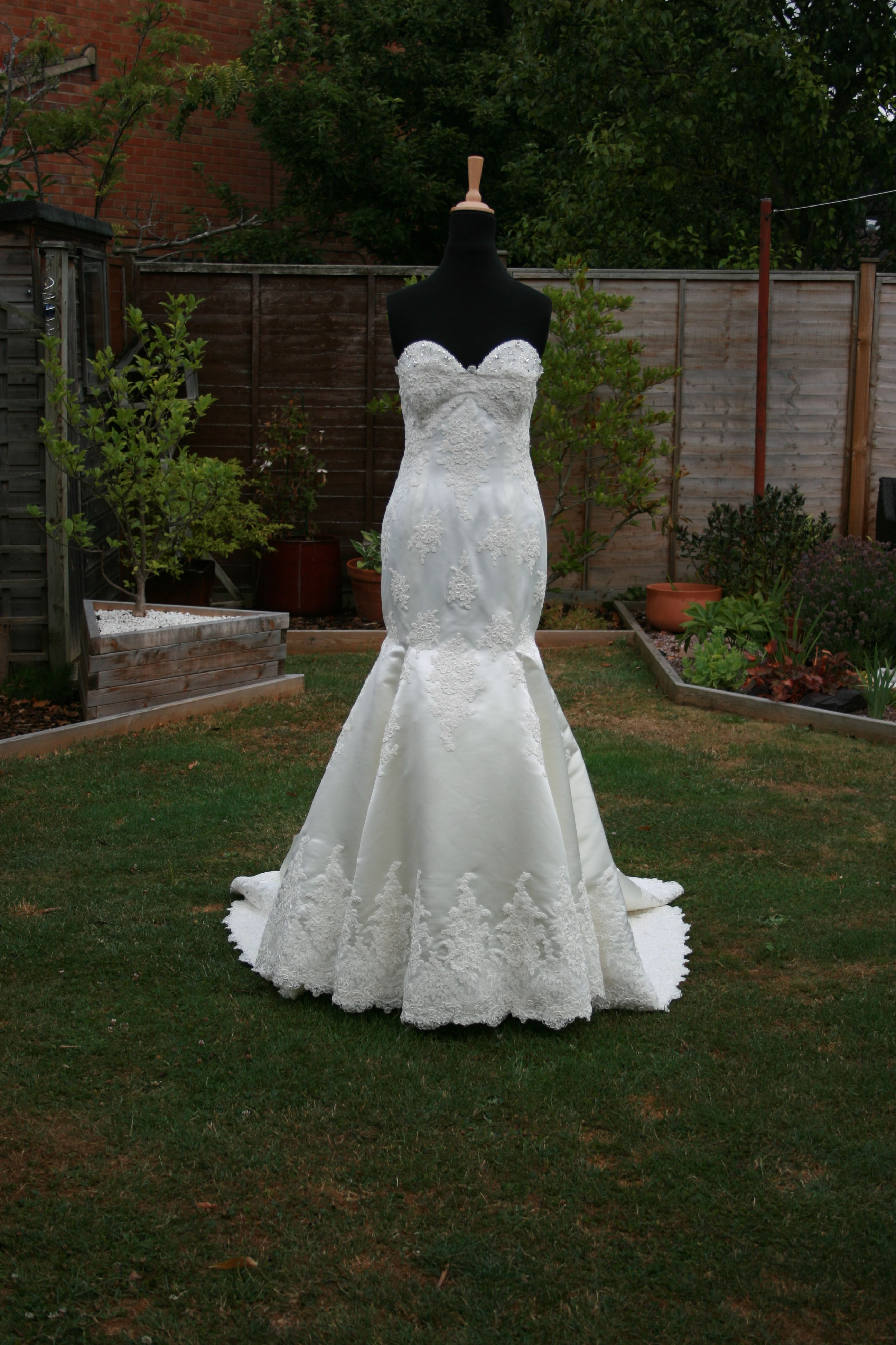 Susie Grist Couture Bespoke Wedding Dresses Is Located In Abingdon Near Oxford