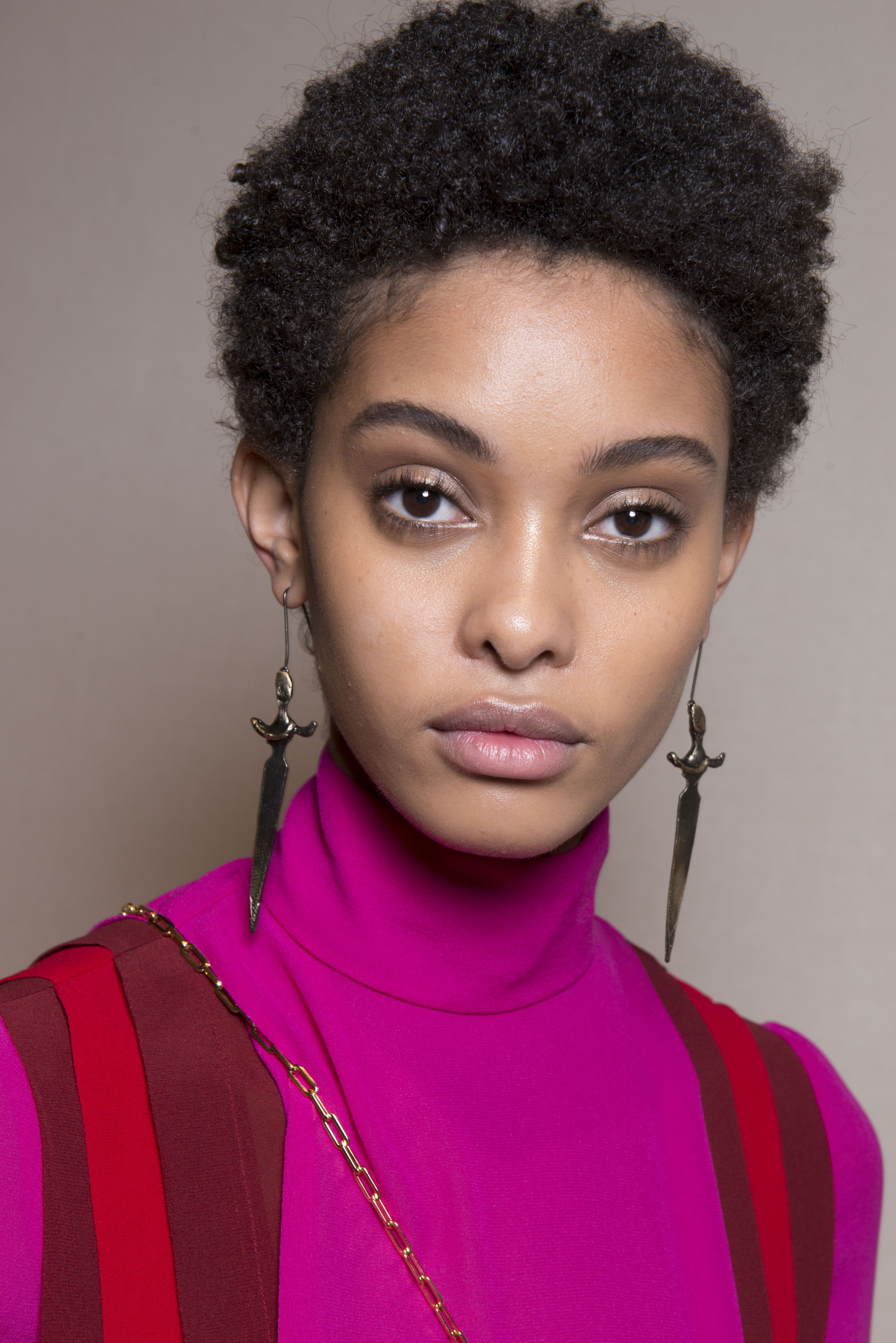 Coiffure Afro Femme Coupe Courte Valentino Spring Summer 2017 Ready To Wear Hair Face