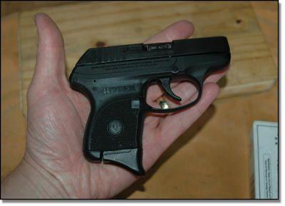 Pin On Handgun And Balas
