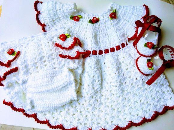Kit com vestidinho, calcinha e sapatinho em crochê para bebê   Girls ... 7c0354687b