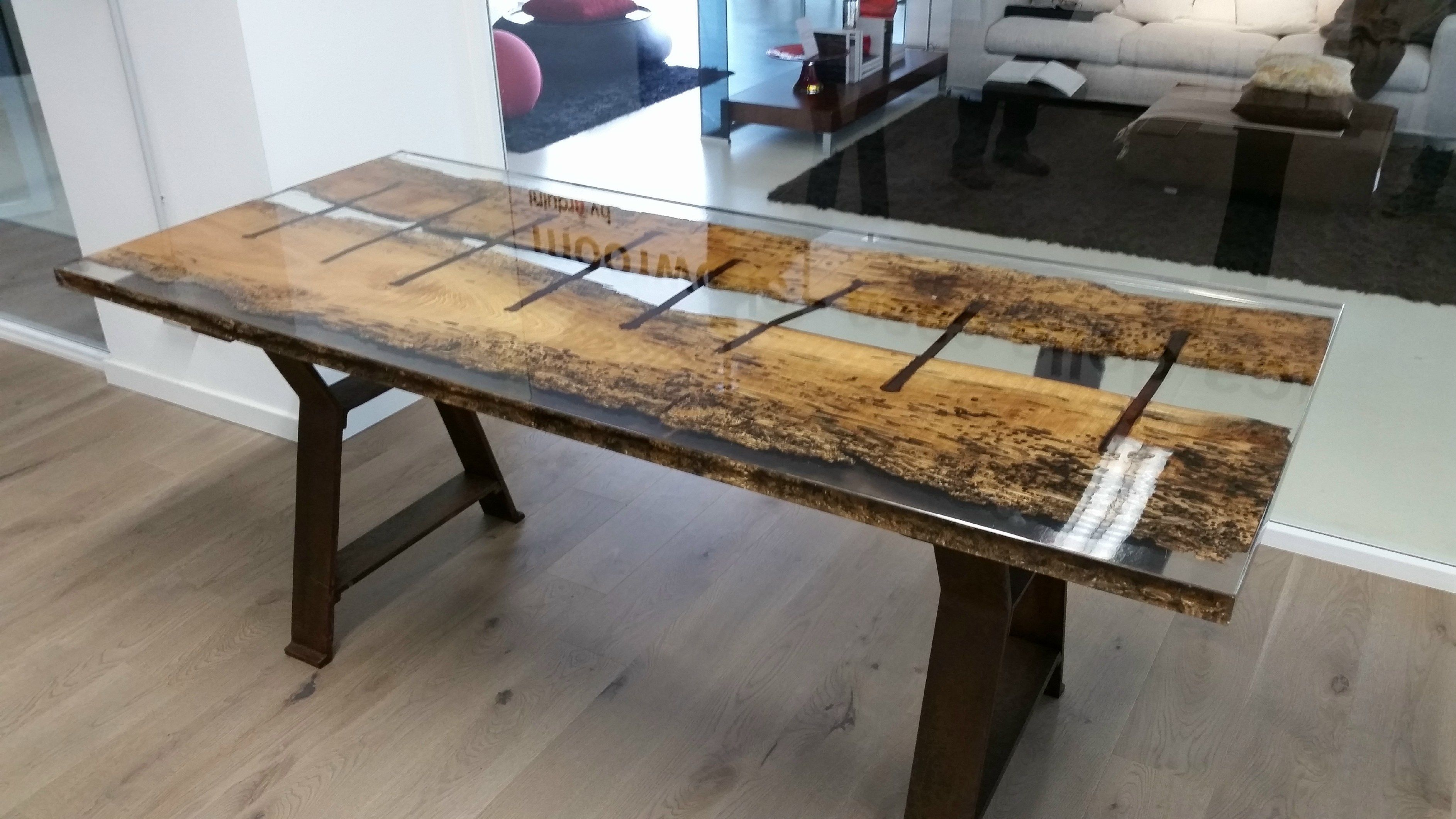 Wood and resin mesa de jantar by antico trentino di lucio for Resina epoxi madera