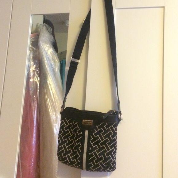 Cute Tommy Hilfiger shoulder bag Good condition! Tommy Hilfiger Bags Shoulder Bags