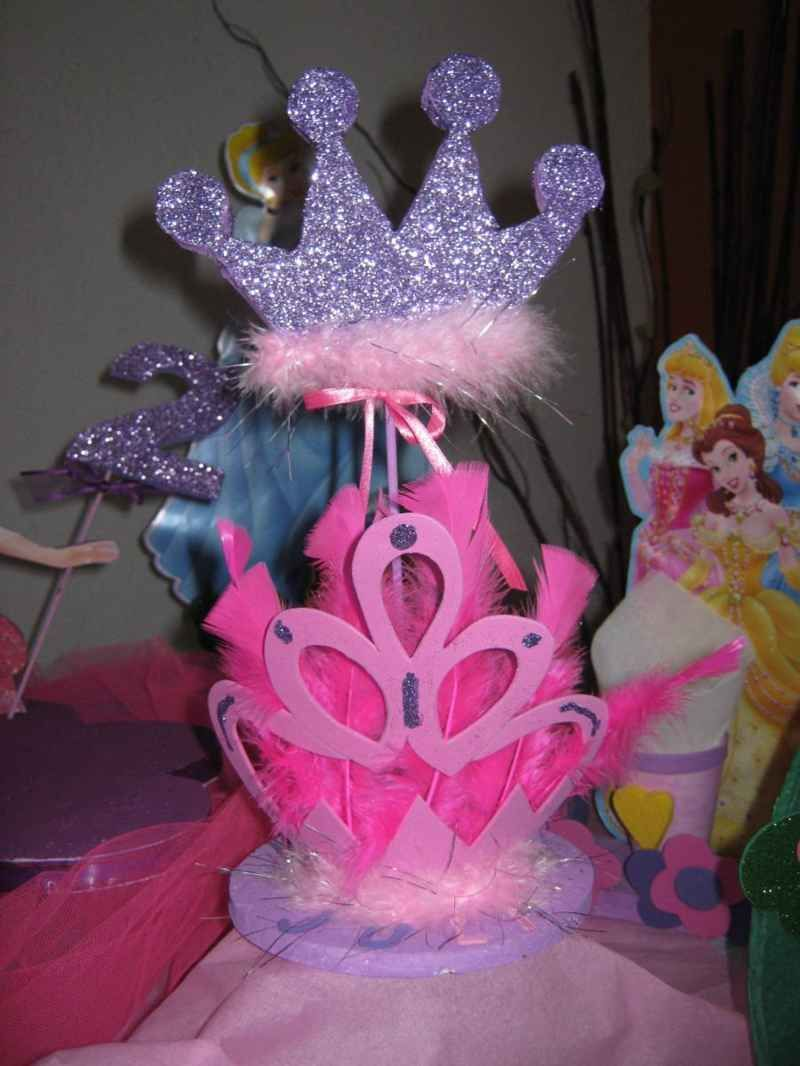 200 Centros De Mesa Arreglos Y Decoración Con Coronas De Reina Rey O Princesa Centros De Mesa Princesas Fiesta De Princesas Decoración De Fiestas Infantiles