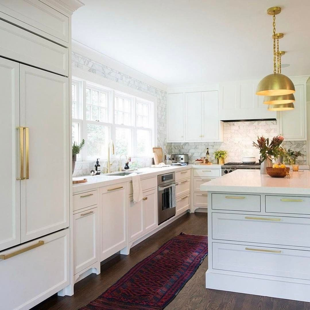Love this kitchen. Dreaming