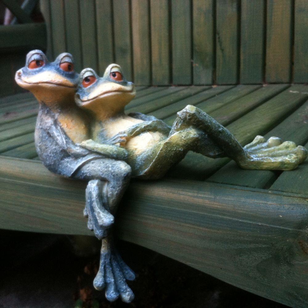 Garden Frog Ornament Cuddling Long Legged Shelf Sitter 400 x 300