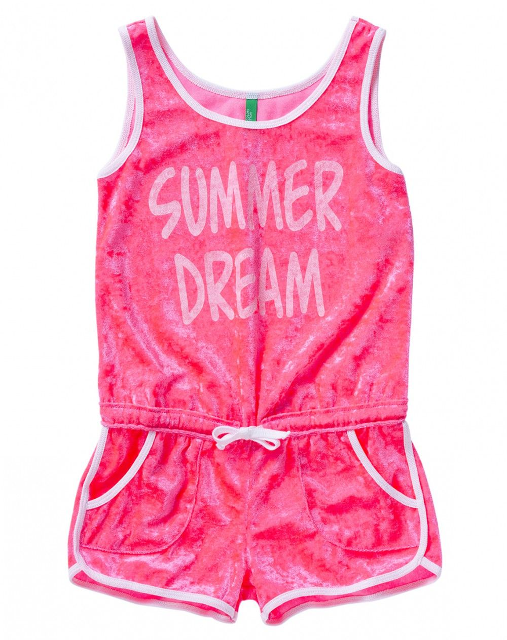 Jumpsuit composed of tank top with large shoulder straps and frontal lettering, drawstring waist and shorts with pockets.