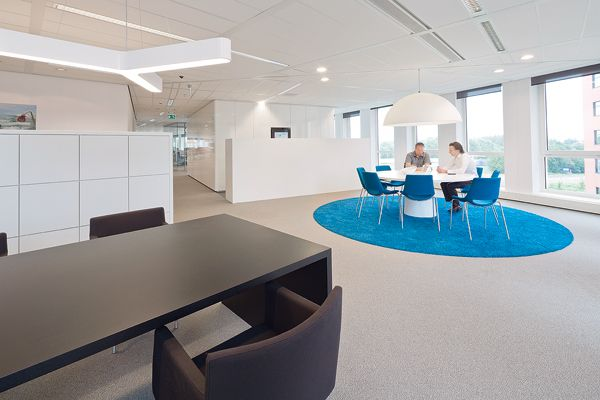 Colorful islands in the office | Architecture at Stylepark