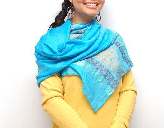 Dale la vuelta a la pashmina y cambia el <em>look</em> - Belleza y Moda