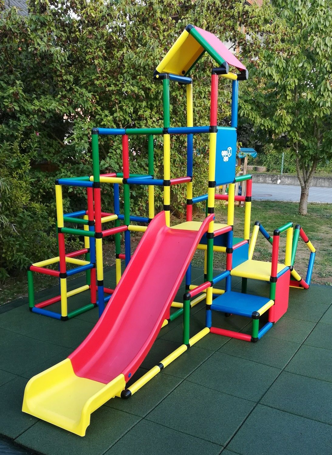 Pin Von Danijela Zovak Auf Quadro Kletterpyramide Und Rutsche Quadro Klettergerust Spiele Im Garten Draussen Spielen