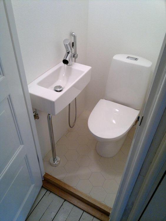 Mini Wc Badezimmerklein Miniwc In 2020 Kleines Wc Zimmer Kleines Haus Badezimmer Badezimmer Unter Der Treppe
