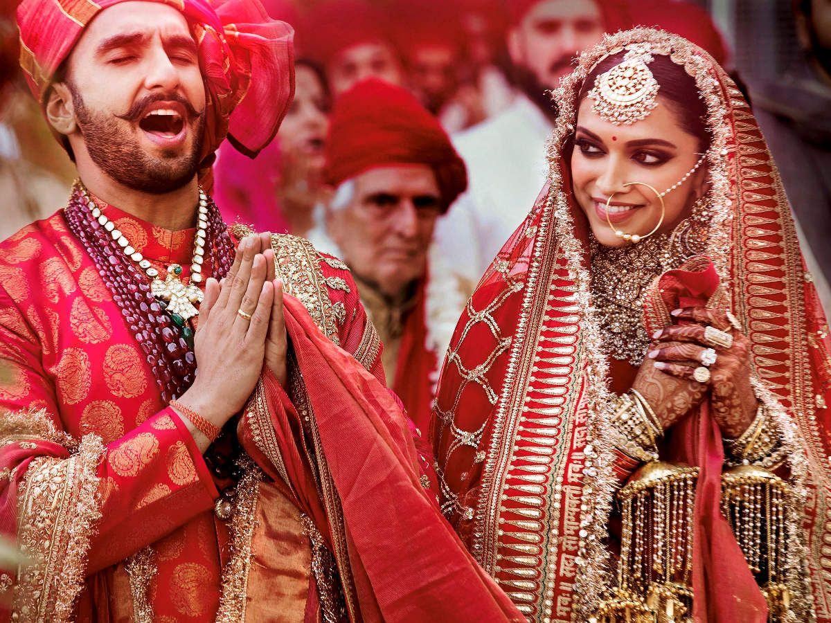 You Can T Miss Ranveer Deepika S Shoes Indian Wedding Photography Bollywood Wedding Deepika Padukone Lehenga