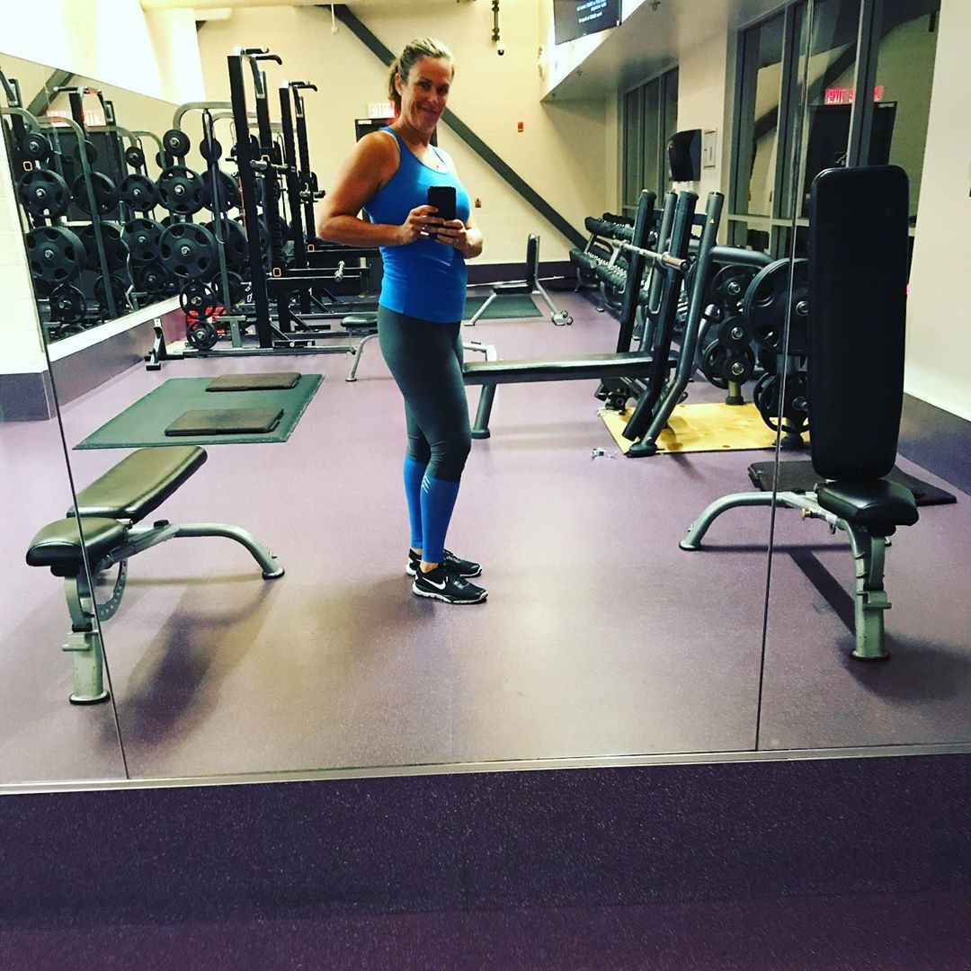 Matchy, matchy #legday! Didn't realize it until I got to the gym but this outfit is so 80s it hurts!...